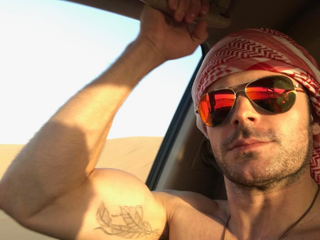 Осторожно, горячо: сексуальный Зак Эфрон показал накаченный торс на отдыхе