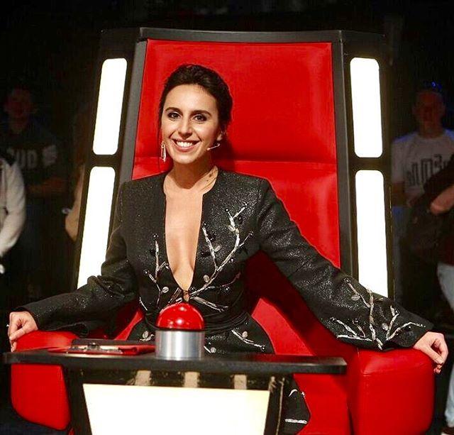 """Стильная подборка: Джамала показала все свои наряды для шоу """"Голос країни"""""""
