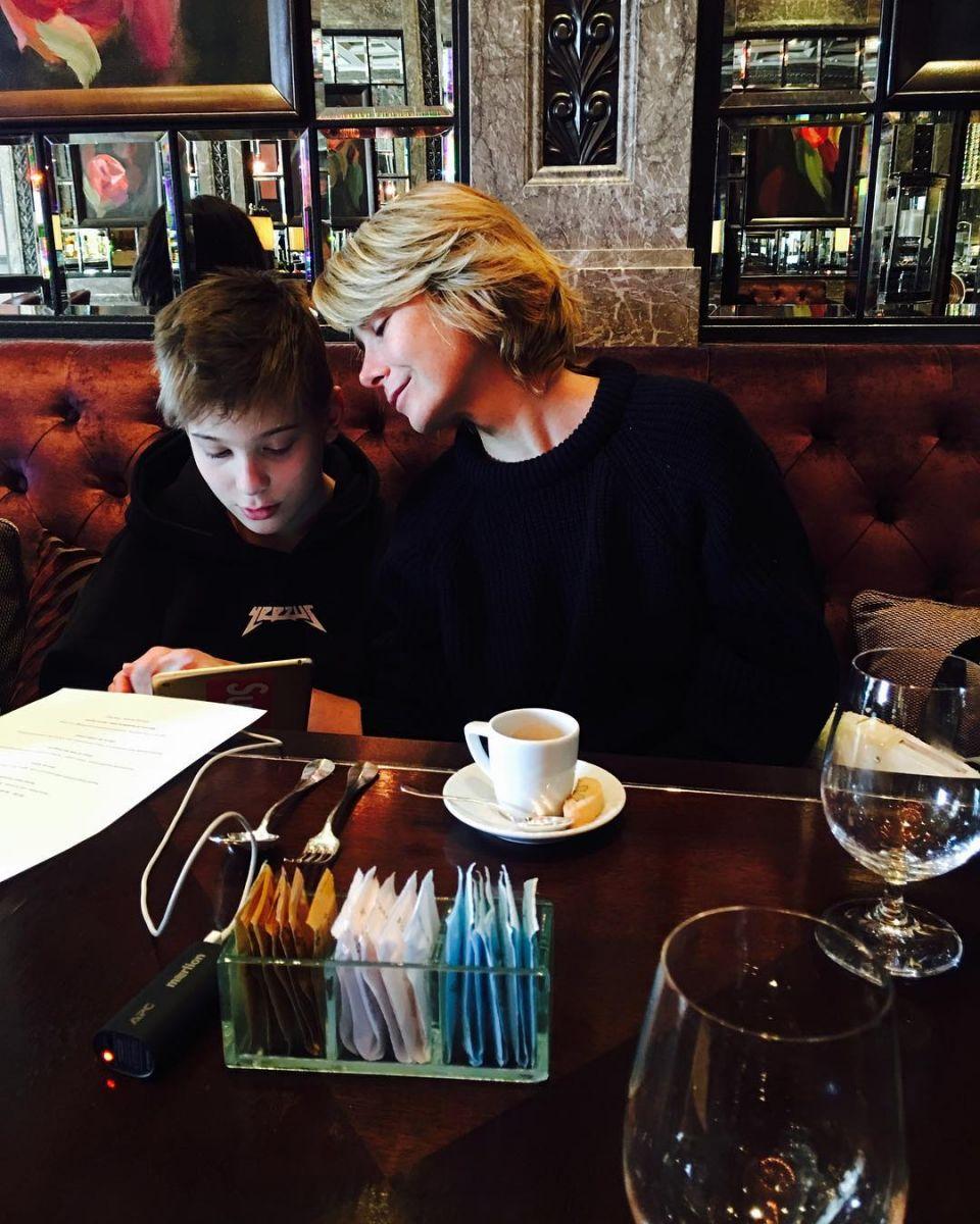 Редкое фото: Юлия Высоцкая показала сына Петю