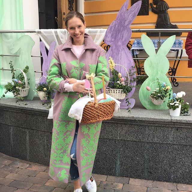 Настоящая хозяйка: Катя Осадчая показала свои паски и поздравила всех с Пасхой