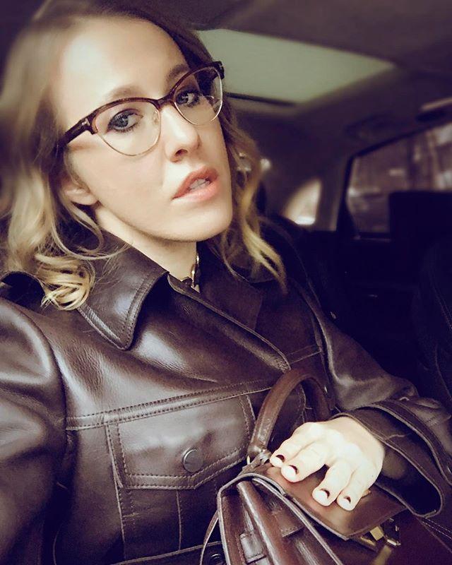 Ксения Собчак опубликовала селфи без макияжа и резко ответила на критику своей внешности