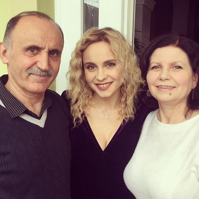 Лилия Ребрик впервые показала родителей: на кого больше похожа?