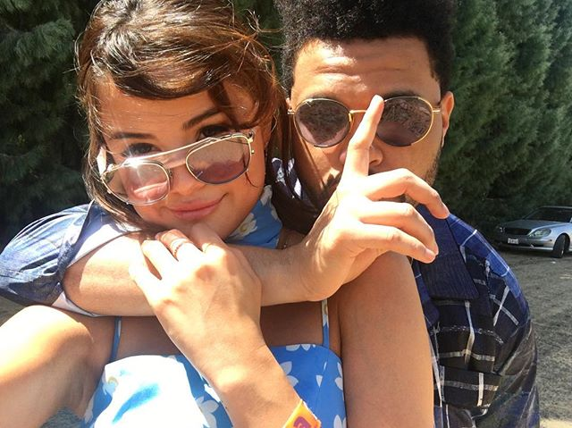 Веселимся вместе: Селена Гомес и The Weeknd на музыкальном фестивале