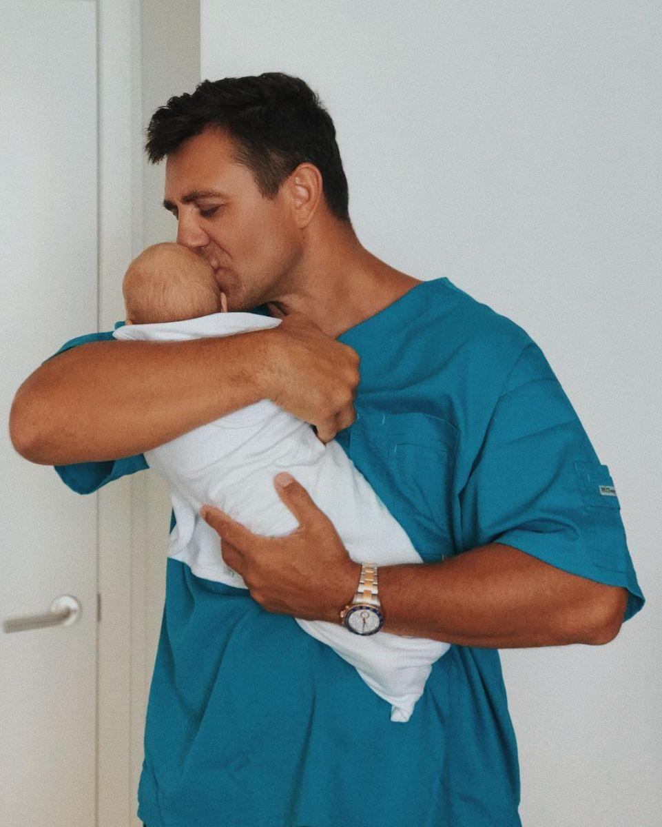 Николай Тищенко с новорожденным сыном
