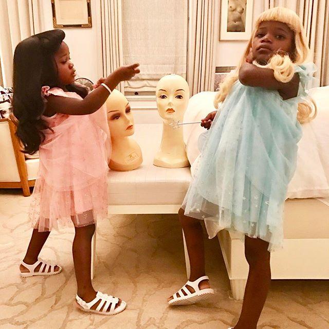 Готовимся к Неделе моды: Мадонна готовит дочерей-близняшек к выходу в свет