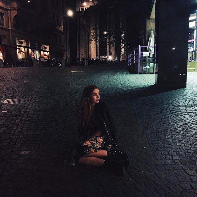 Дочь Веры Брежневой опубликовала фото с выпускного вечера