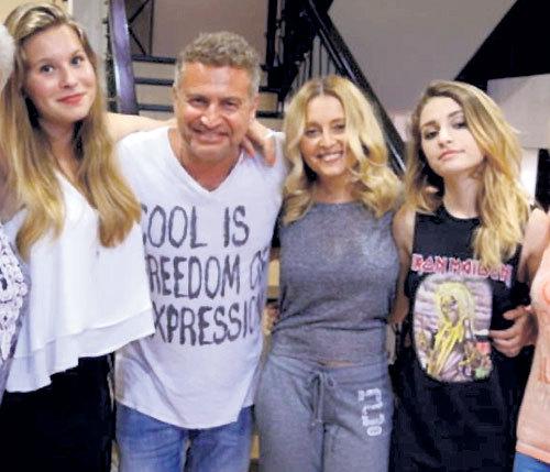 Анжелика Варум, Леонид Агутин с дочерьми Полиной и Лизой