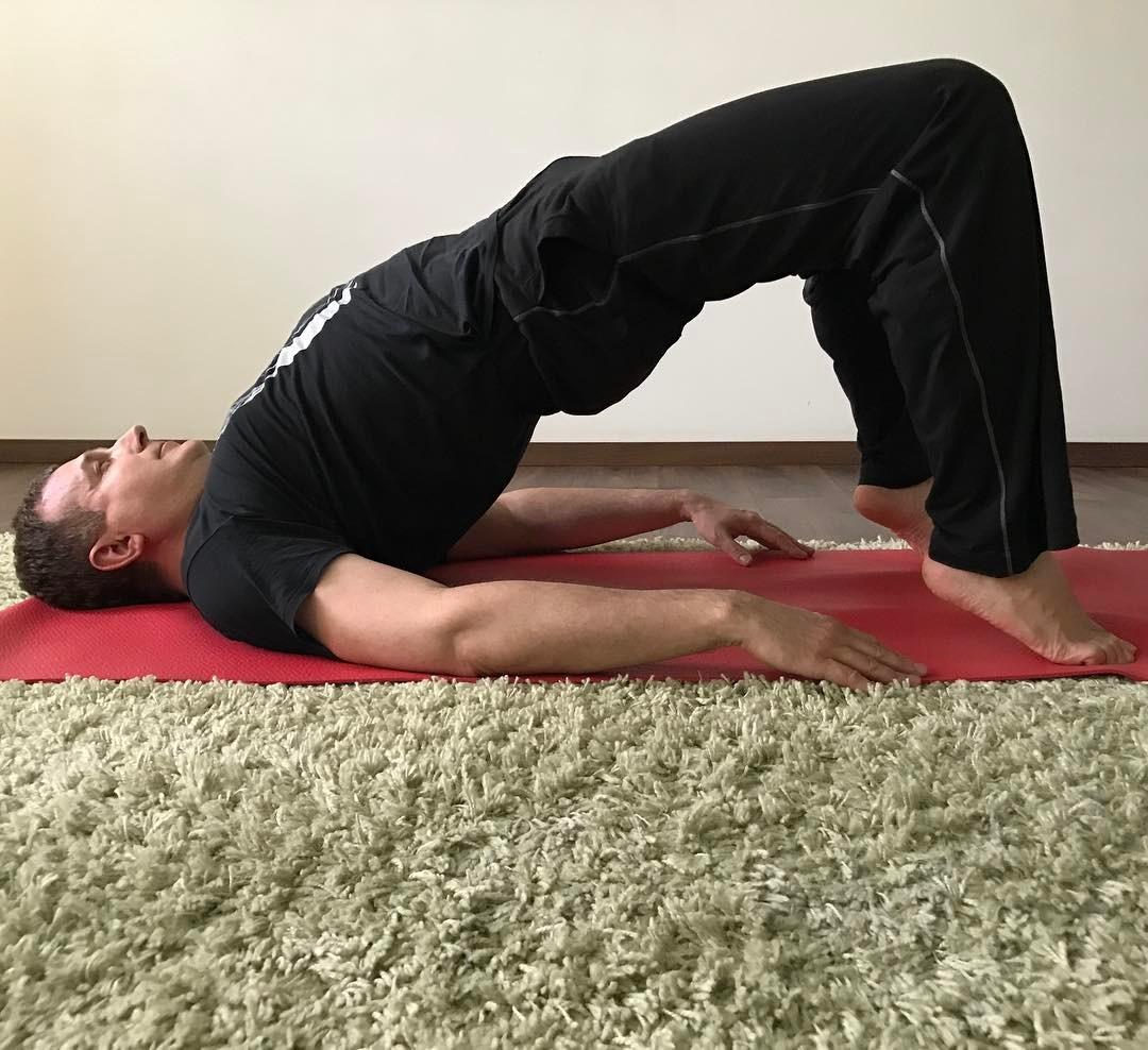 Yoga-time: Юрий Горбунов восхитил гибкостью