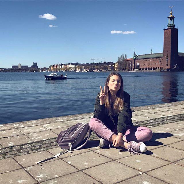 В стиле fashion: старшая дочь Елены Кравец перекрасила волосы в розовый цвет