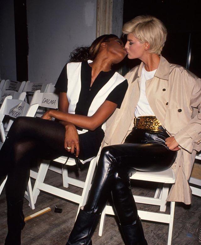 Неожиданный кадр: Наоми Кэмпбелл целуется со знаменитой моделью
