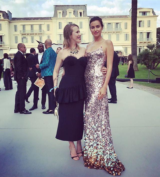 Унижение красотой: Ксения Собчак позирует с Ириной Шейк в Каннах