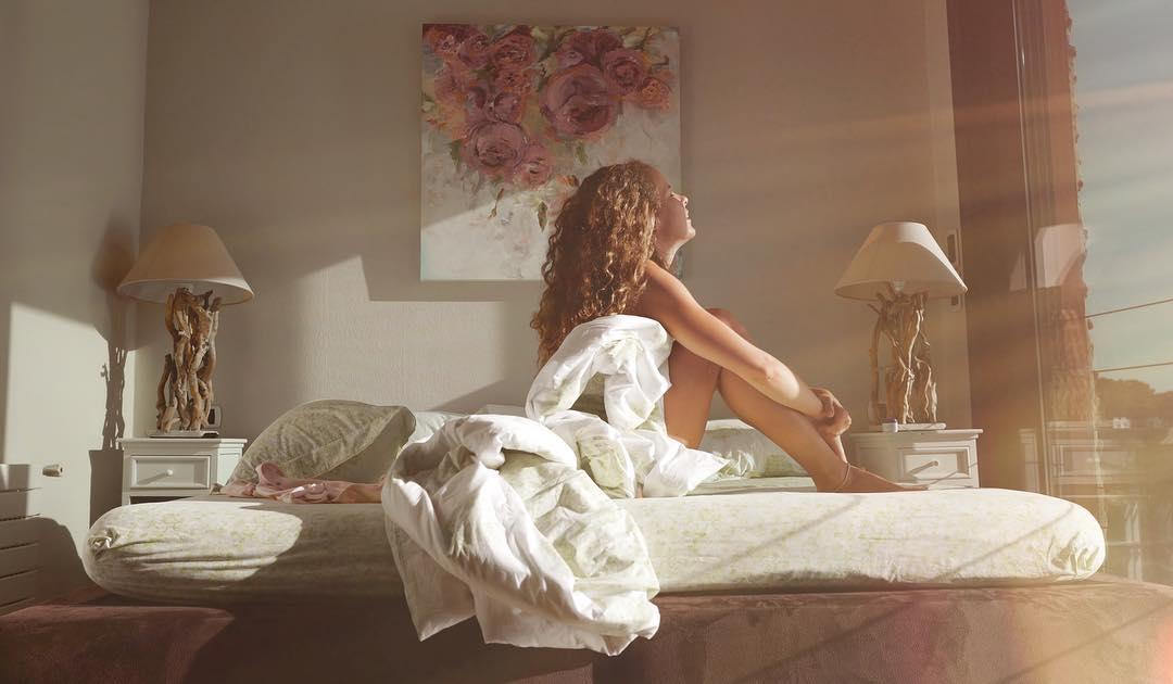 Ноги на миллион: Инна Цимбалюк поделилась постельным фото