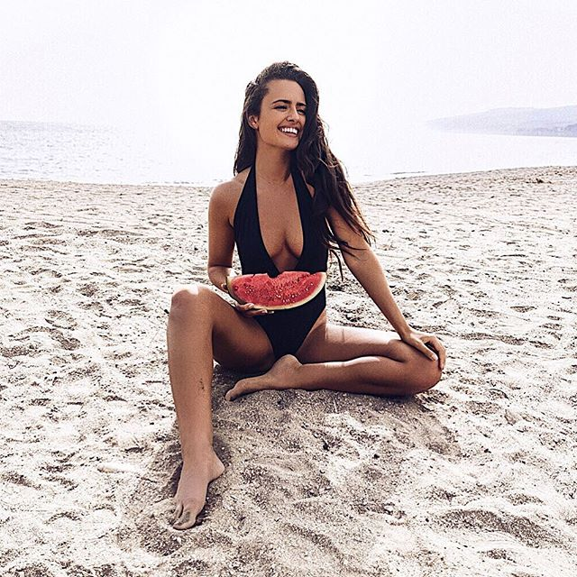 """Инстакурсы: известная модель и блогер раскрыла секрет """"худых"""" фото"""