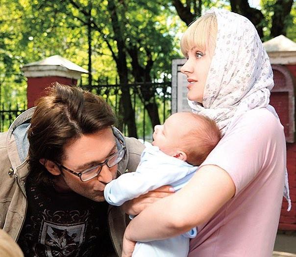 Певица Натали поделилась трогательными снимками с крошечным сыном