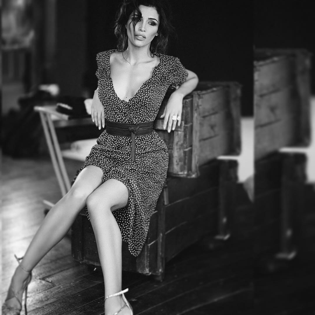 Взгляд не отвести: Санта Димопулос восхищает стройными ногами в сексуальном боди