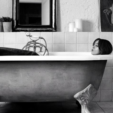Неувядающая красота: новые фотографии 52-летней Моники Беллуччи взорвали сеть