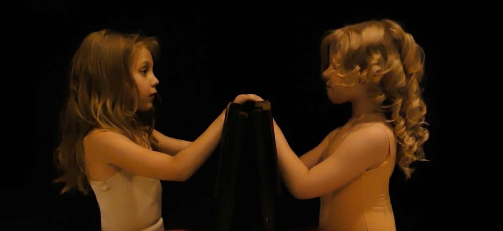 """Мем дня: пародия на клип Тины Кароль """"Я не перестану"""" в исполнении маленьких девочек"""