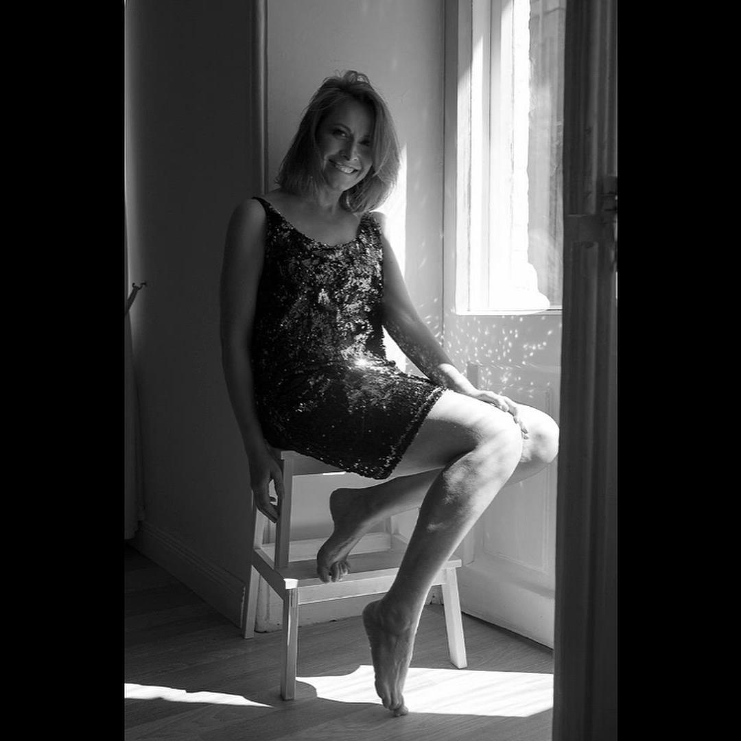 Многодетная мама Елена Кравец показала стройную фигуру в облегающем платье