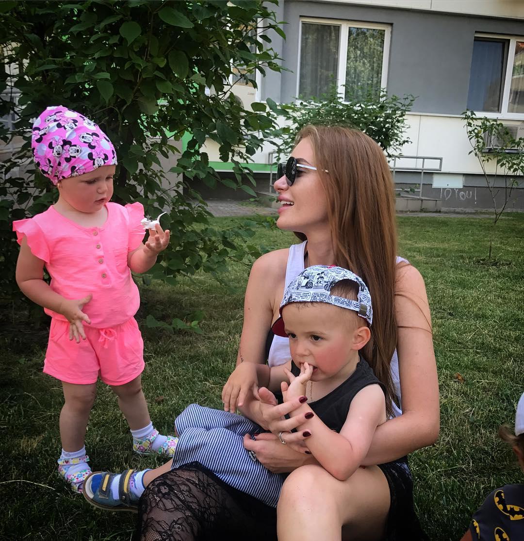 Слава из Неангелов показала свою красивую семью