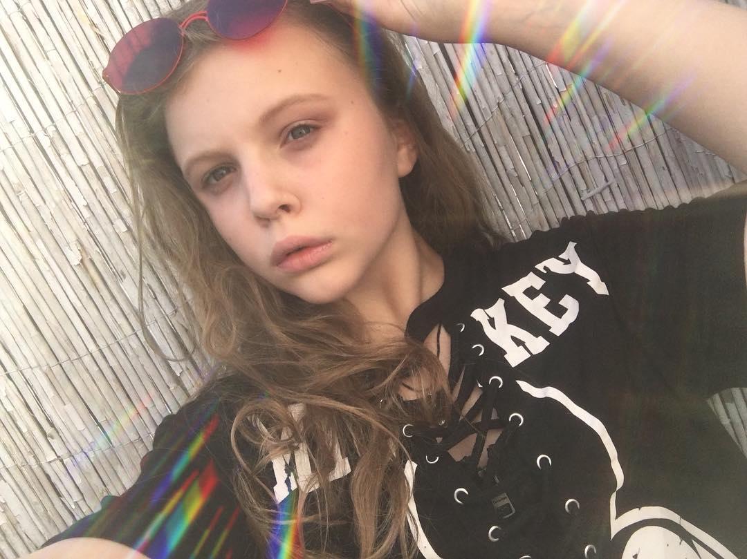Дочь Ольги Фреймут решилась на розовые волосы