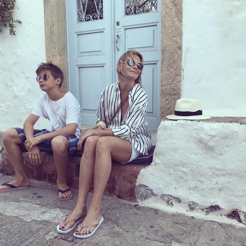 Юлия Высоцкая показала редкие фото взрослого сына Пети