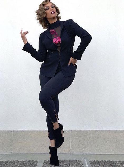 Тайра Бэнкс показала стройную фигуру в прозрачном платье в сеточку