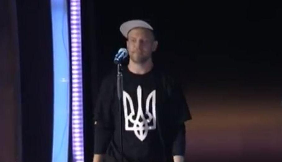 Иван Дорн в футболке с гербом Украины на Новой волне