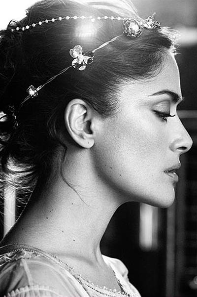 Соблазнительная Сальма Хайек продемонстрировала роскошные формы в откровенной фотосессии