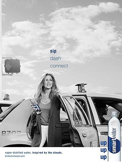 Дженнифер Энистон блистает в стильной рекламе минеральной воды