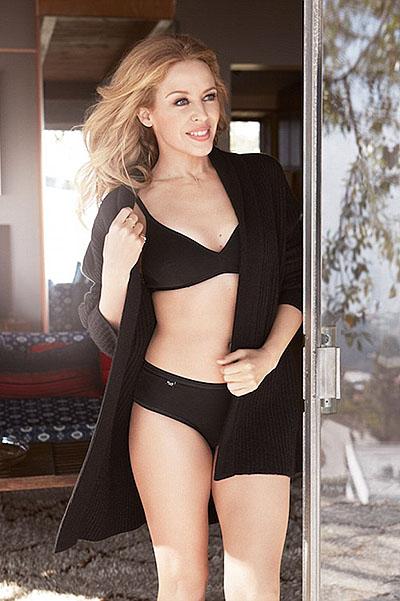 47-летняя Кайли Миноуг демонстрирует роскошную фигуру в нижнем белье