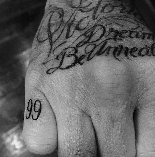 Во имя любви: Дэвид Бекхэм сделал новое тату, посвященное жене