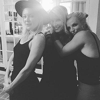 Звездные подружки: Кейт Хадсон и Бритни Спирс устроили домашнюю вечеринку