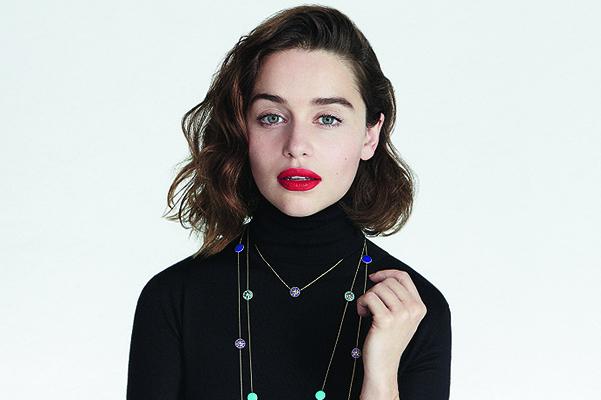 Эмилия Кларк появилась без нижнего белья  в рекламе Dior