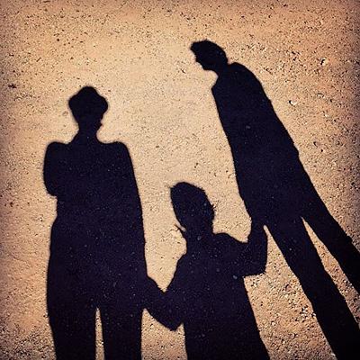 Редкие кадры: Марион Котийяр показала фотографии с сыном и мужем