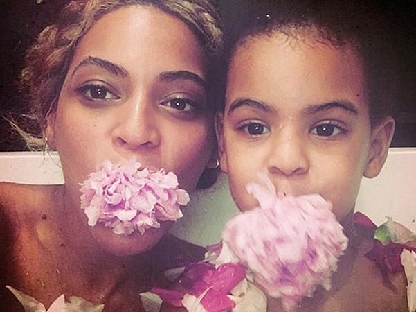 Семейные фото: Бейонсе опубликовала снимки с матерью, супругом и дочерью