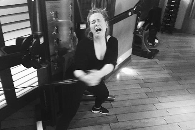 Искренняя и смешная: Адель поделилась забавными снимками из спортзала