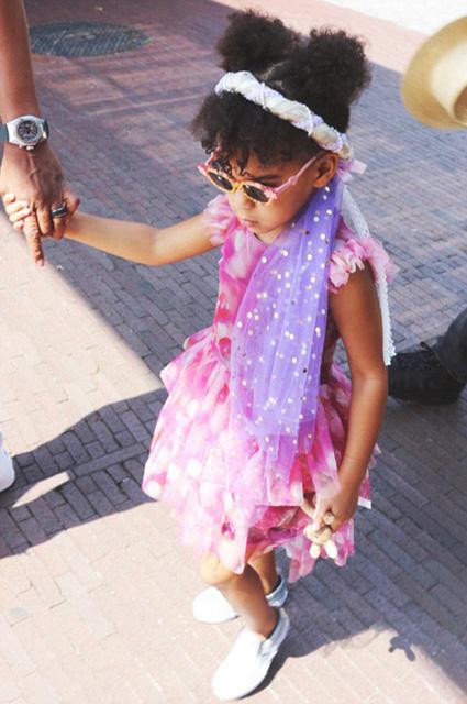 Мамина модница: Бейонсе опубликовала новые фото дочери