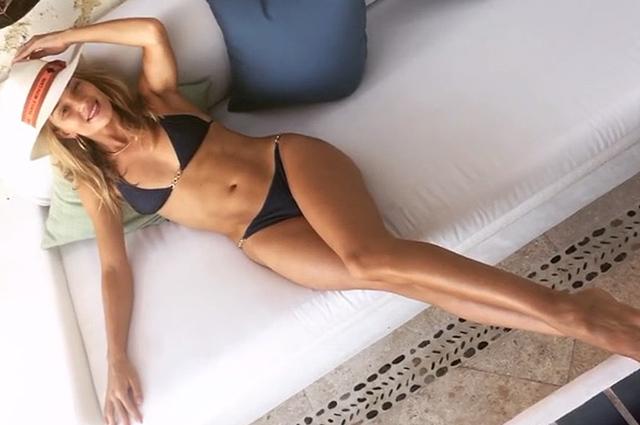 Звезда на отдыхе: Роузи Хантингтон-Уайтли показала идеальную фигуру в бикини