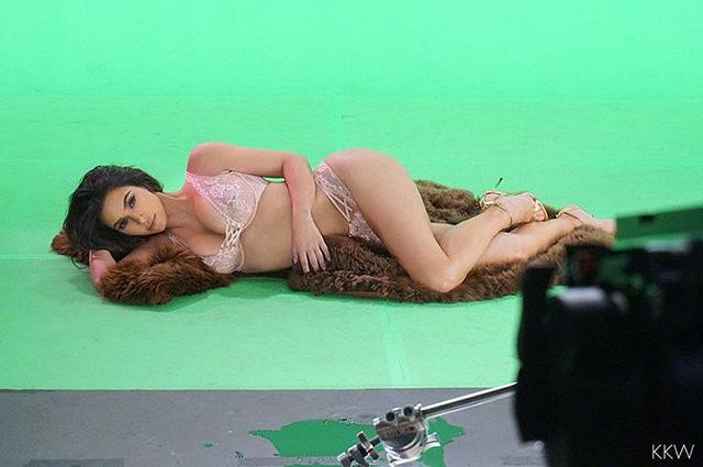 Ким Кардашьян взяла трехлетнюю дочь на съемки эротического видео Ким Кардашьян,Ким Кардашьян фото,Норт Уэст,Норт Уэст фото