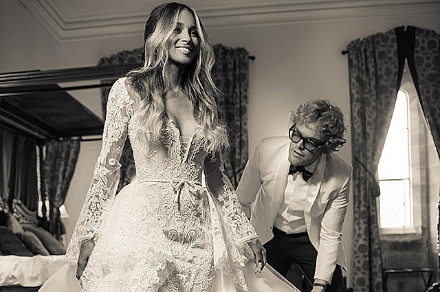 История платья: дизайнер свадебного наряда Сиары показал процесс его создания
