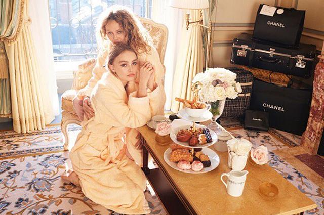 Дочки-матери: Ванесса Паради с дочерью Лили-Роуз Депп снялись в стильной фотосессии
