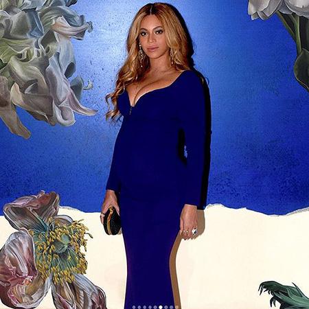 Ставка на синий: беременная Бейонсе поделилась новыми фото в ярком наряде