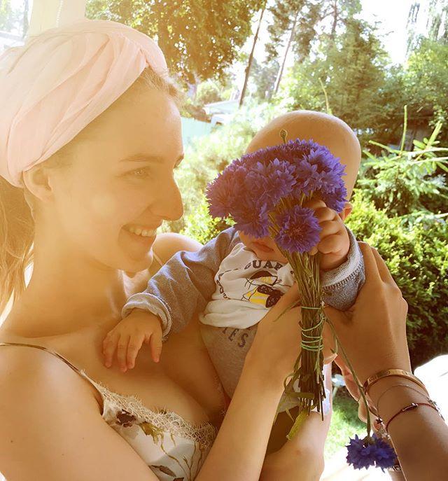 Ксения Собчак растрогала нежным фото с супругом и сыном
