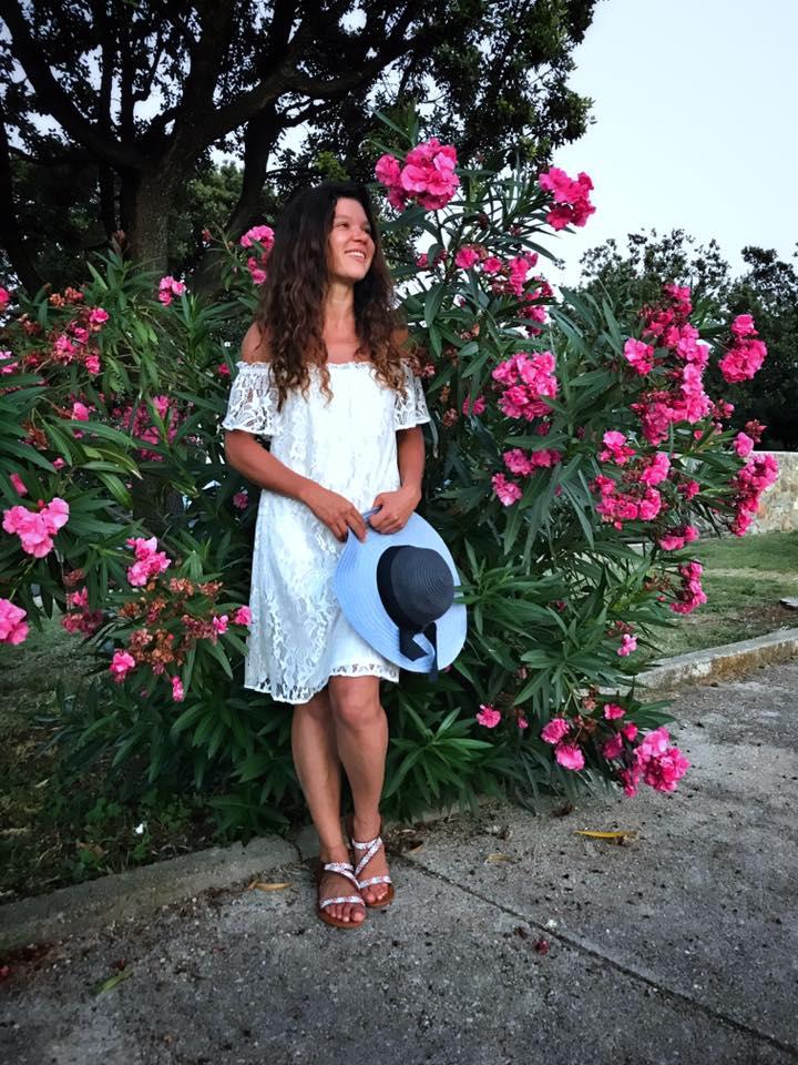Такая нежная и ранимая: Руслана удивила непривычным образом в коротеньком платье