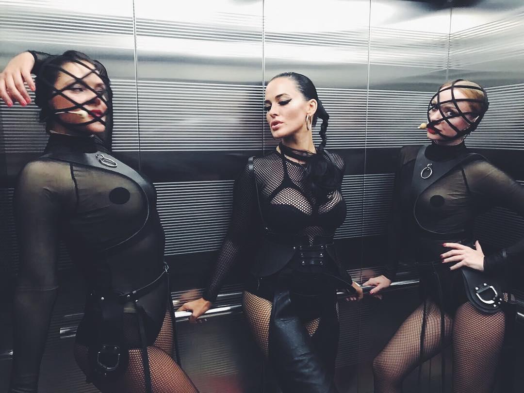Первое выступление в обновленном составе: в группе NikitA появилась сексуальная блондинка