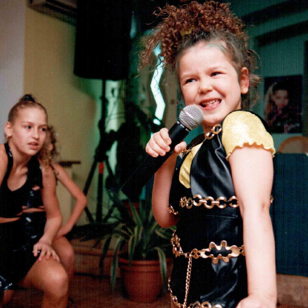 Тогда и сейчас: неузнаваемая Алина Гросу показала редкие кадры со своего детства