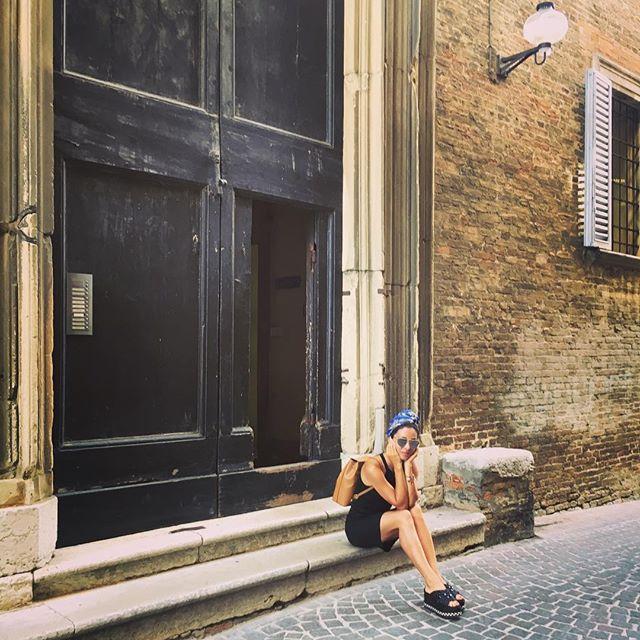 Римские каникулы: Злата Огневич восхищает стильными нарядами на отдыхе в Италии