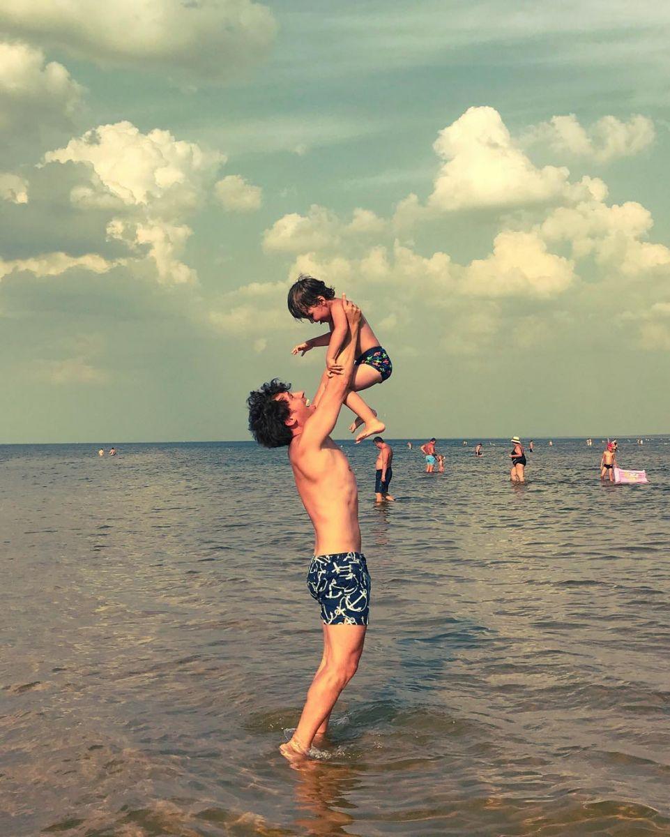 """""""Мои девчонки"""": Максим Галкин порадовал семейными фотографиями с отдыха на море"""