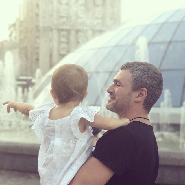 В сеть попало фото подросшей дочери Тони Матвиенко и Арена Мирзояна
