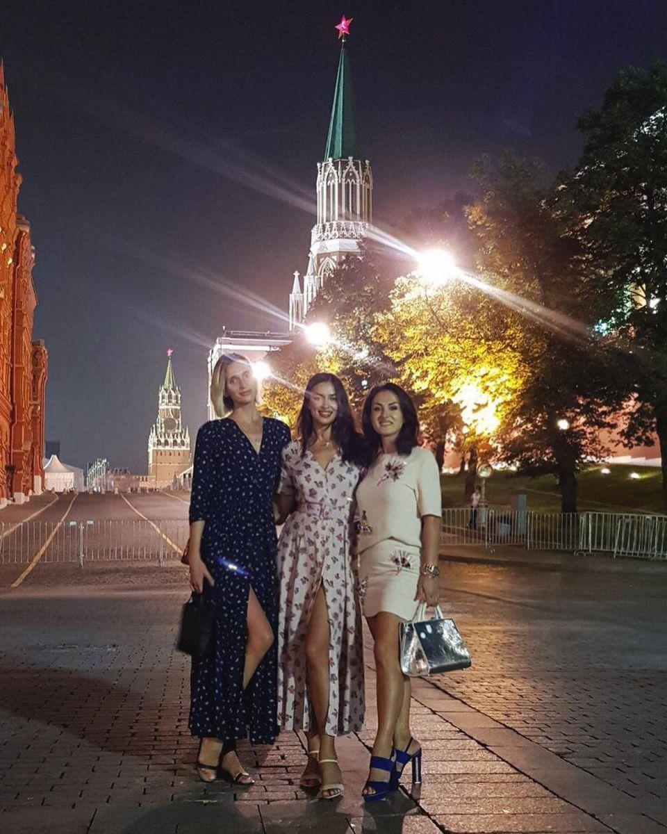 Пока любимый с дочерью дома: Ирина Шейк отрывается в Москве с подругами
